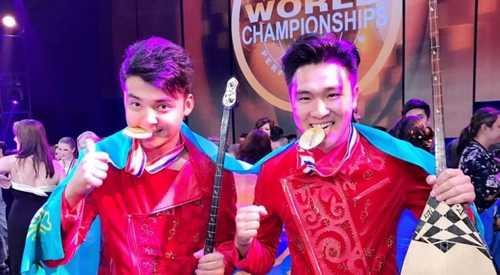Домбристы из Казахстана завоевали золото в Голливуде