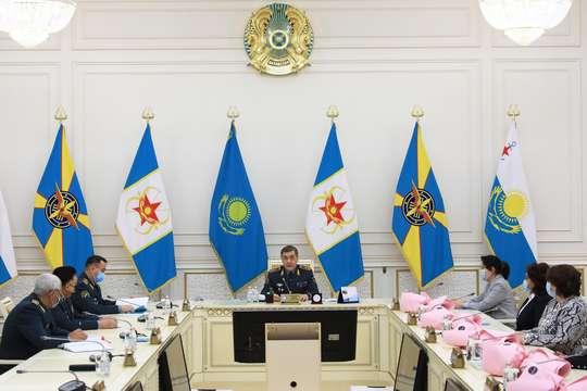 Министр обороны поздравил женщин с 8 марта
